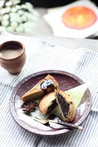 かぼちゃのレアチーズケーキ&あんこの月餅の写真素材 [FYI03862660]
