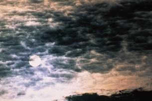 太陽と雲  裏磐梯 福島県の写真素材 [FYI03862819]