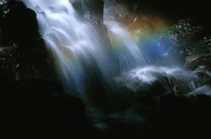 虹が架かる滝の写真素材 [FYI03862951]