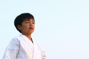 空手着の日本人の少年の写真素材 [FYI03863562]