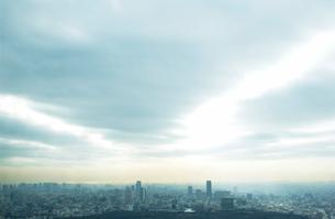 朝焼けの都市ビル群  東京都の写真素材 [FYI03865201]