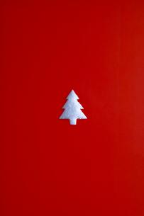 白いクリスマスツリーの写真素材 [FYI03865366]