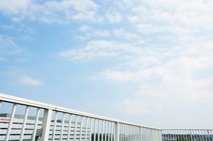 高校校舎の屋上と空の写真素材 [FYI03866545]