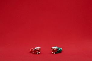 赤バックの獅子舞のお手玉の写真素材 [FYI03867587]