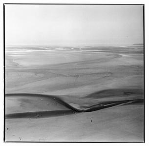 砂浜の風景 B/W モンサンミッシェル フランスの写真素材 [FYI03867652]