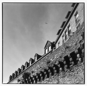 城壁の風景 B/W サンマロ フランスの写真素材 [FYI03867654]
