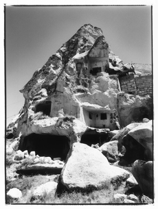 岩山のある風景 B/W トルコの写真素材 [FYI03867696]