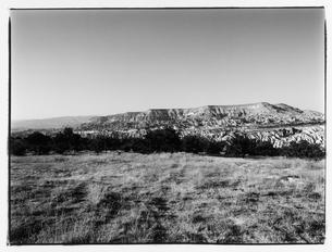 岩山のある風景 B/W カッパドキア トルコの写真素材 [FYI03867698]