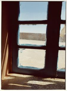 窓から差し込む光 メルズーガ モロッコの写真素材 [FYI03867713]