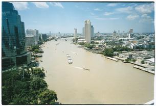 川のある町並みの風景 バンコク タイの写真素材 [FYI03867733]