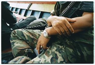 迷彩服を着た軍人の写真素材 [FYI03867736]