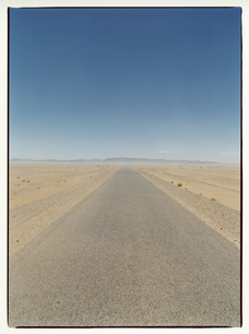 直線の1本道 エルフード モロッコの写真素材 [FYI03867744]