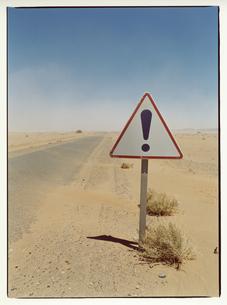 道路の交通標識 エルフード モロッコの写真素材 [FYI03867758]