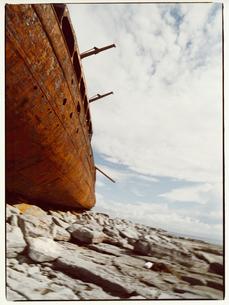 風化した廃船の写真素材 [FYI03867768]