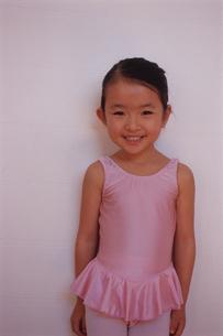 バレエを踊る女の子の写真素材 [FYI03868087]
