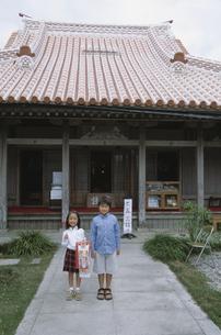 沖縄の七五三に行く子供の写真素材 [FYI03868349]