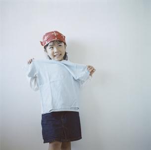 バンダナを巻いた日本人の女の子の写真素材 [FYI03868569]