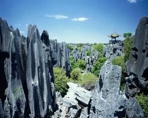 侵食された岩々の写真素材 [FYI03868766]