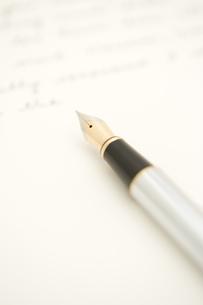 手紙と万年筆の写真素材 [FYI03868789]