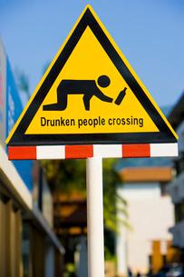 飲酒者注意の看板の写真素材 [FYI03868803]