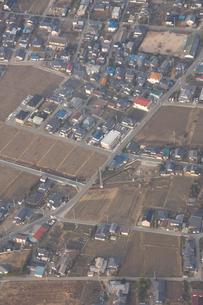 田んぼと住宅の写真素材 [FYI03869029]