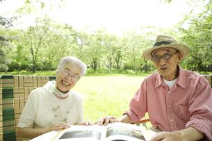 日本人のシニア夫婦の写真素材 [FYI03869117]