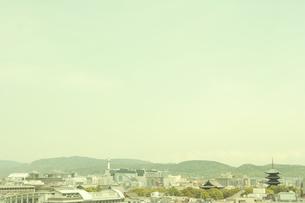 東寺と京都タワーの写真素材 [FYI03869149]