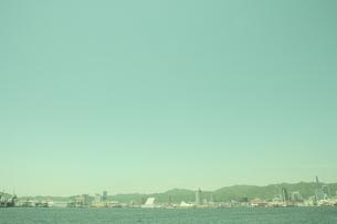 神戸港と市街の写真素材 [FYI03869152]