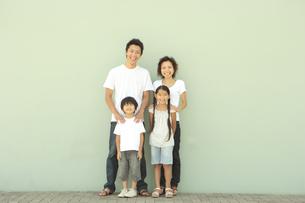 4人家族の写真素材 [FYI03869178]