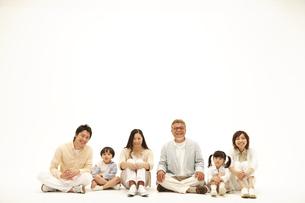 三世代家族の写真素材 [FYI03869245]