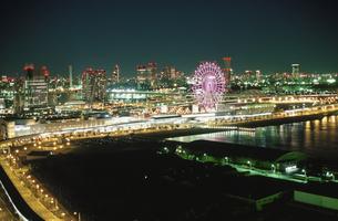 テレコムセンター展望台から見たパレットタウン観覧車の写真素材 [FYI03869402]