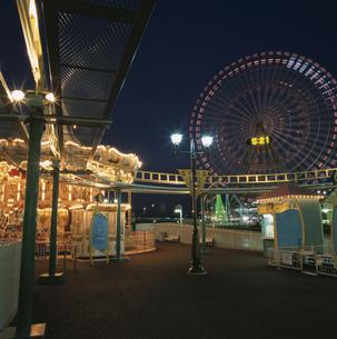 横浜コスモワールドのライトアップの写真素材 [FYI03869844]