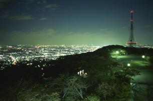 平塚テレビ塔の見える夜景の写真素材 [FYI03869903]