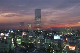 横浜の夕景イメージの写真素材 [FYI03869973]