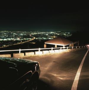 焼津市と東名高速の夜景の写真素材 [FYI03869993]