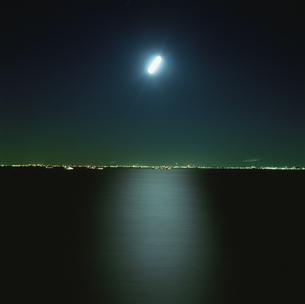 海ほたるから見た千葉市の夜景の写真素材 [FYI03870115]
