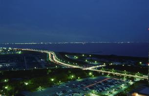 幕張から東京湾を望む夜景の写真素材 [FYI03870136]