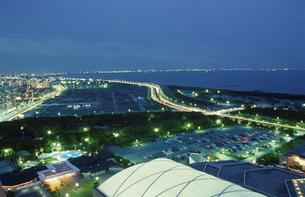 幕張から東京湾を望む夜景の写真素材 [FYI03870137]