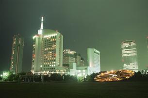 幕張海浜公園とビル群の夜景の写真素材 [FYI03870144]