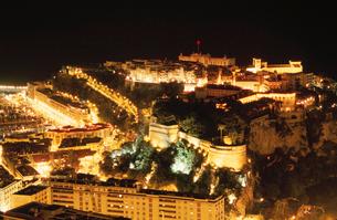大公宮殿と歴史博物館の夜景の写真素材 [FYI03870298]
