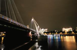 ハンガーフォード橋と夜景の写真素材 [FYI03870402]