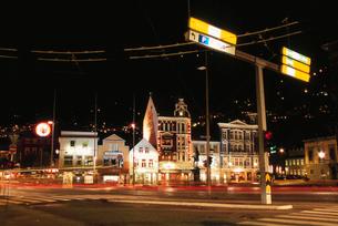 道路と街並の写真素材 [FYI03870499]