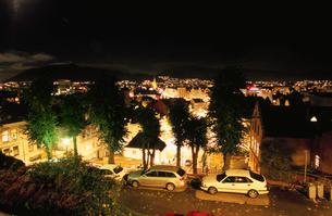 高台から眺める夜景の写真素材 [FYI03870504]