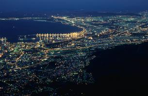 テーブル湾とケープタウン市街の写真素材 [FYI03870552]