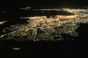 テーブル湾とケープタウン市街の写真素材 [FYI03870554]