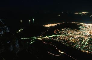 テーブル湾とケープタウン市街の写真素材 [FYI03870559]