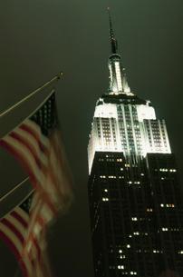エンパイア・ステート・ビルと星条旗の写真素材 [FYI03870734]