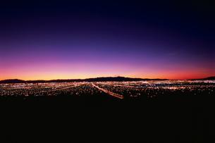 サンライズマウンテンから見たラスベガスの夜景の写真素材 [FYI03870807]