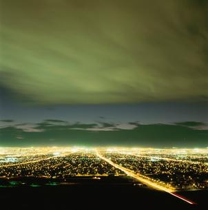 サンライズマウンテンから見たラスベガスの夜景の写真素材 [FYI03870811]
