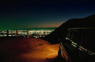 大岩山から望む足利市街と車の写真素材 [FYI03870854]